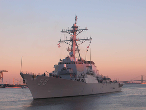 Uss Laboon (ddg 58) Transits Up The Delaware River For A Four Day St. Patrick S Day Port Visit Image