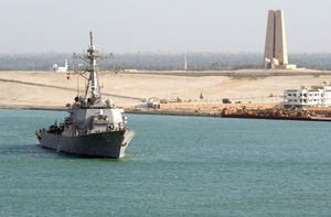 The Guided Missile Destroyer Uss Mitscher (ddg 57) Passes A Memorial Built In Recognition Of The Defense Of The Suez Canal From 1914-1918 While Transiting The Suez Canal Image