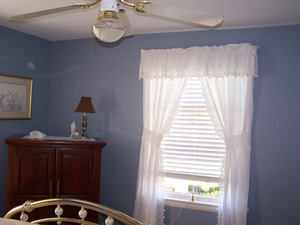 Room With Ceiling Fan Image