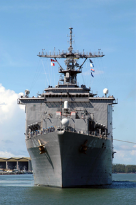 Uss Harpers Ferry (lsd 49) Gets Underway Image