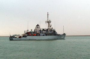 U.s. Navy Mine Counter Measures Ship Uss Dextrous (mcm 13) Patrols The Waters During Mine Clearing Operations In The Klawr Abd Allah (kaa) Waterway. Image