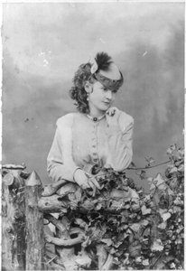 [lotta Crabtree Half-length Portrait, Facing Right] Image