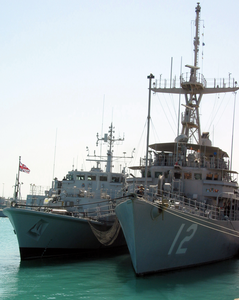 From Left, British Mine Countermeasures Ship Hms Sandown (m 110) And U.s. Navy Mine Countermeasures Ship Uss Ardent (mcm 12) Stand Together In The Waters Of The North Arabian Sea Image