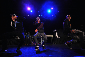 Chris Brown Ben J Legacy New Boyz Perform F Gmxteeicsl Image