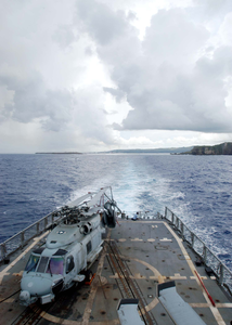 Uss Ingraham (ffg 61) Steams Away From Apra Harbor, Guam Image