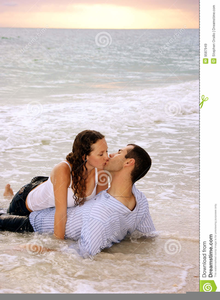 Romantic Kissing Wallpapers Free Images At Clkercom